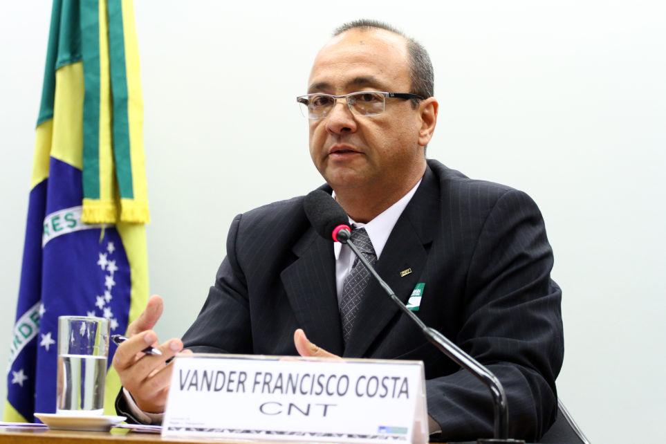 Vander Costa defende reajuste do diesel a cada 90 dias