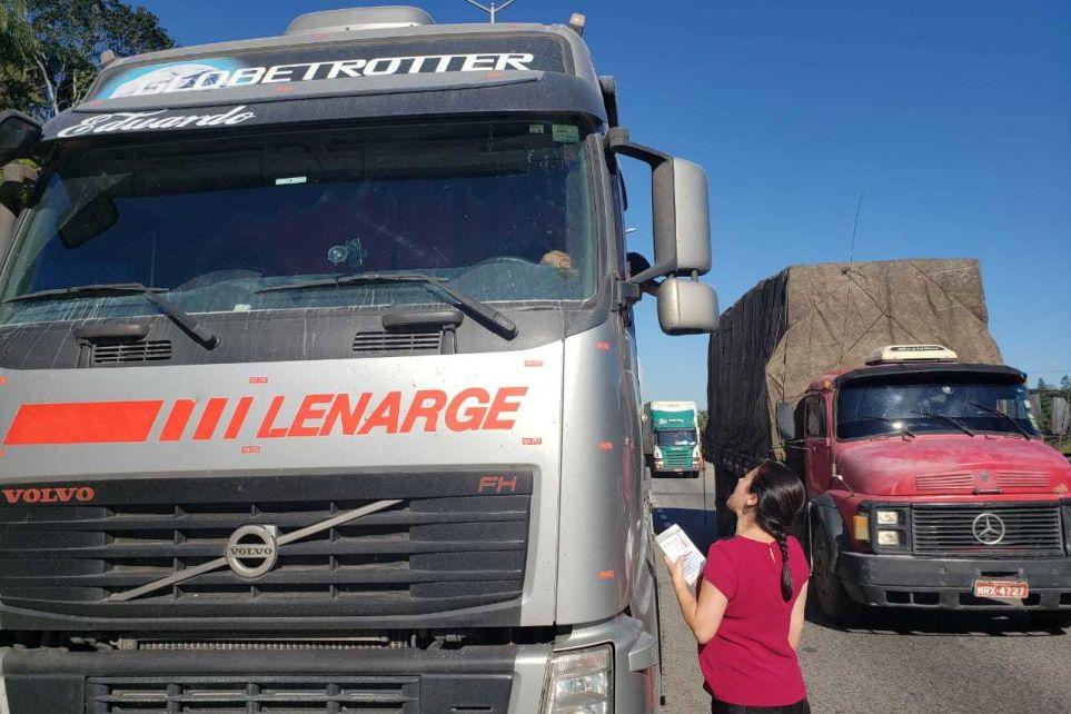 Fetcemg e Setcemg participam de blitz sobre transporte de cargas perigosas